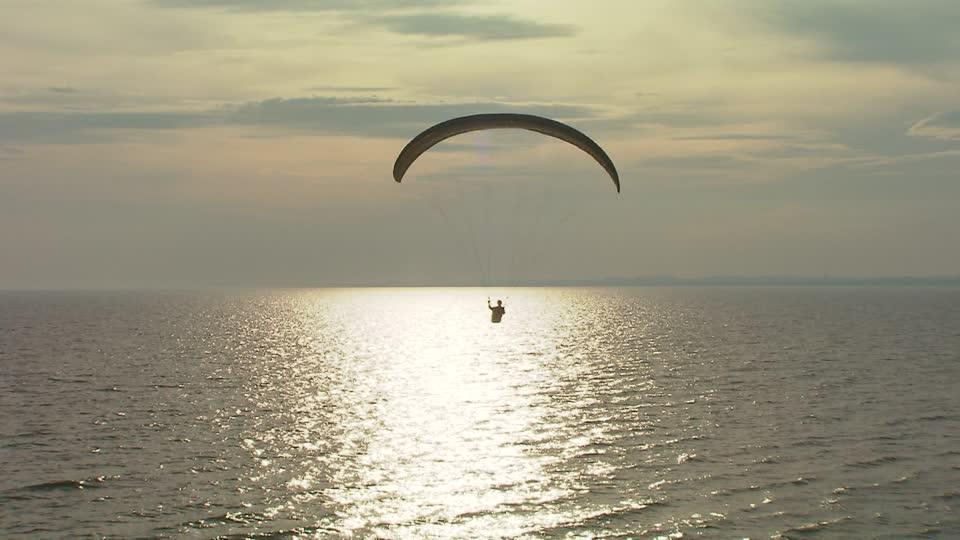 503990284-ystad-kaseberga-paraglider-parapente-maquina-de-deporte